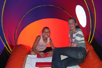 2 Girls inside a tunnel
